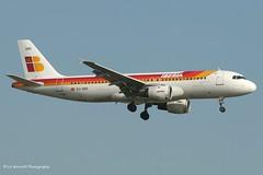 EC-GRG_A320_Iberia_- - Photo of Grigny