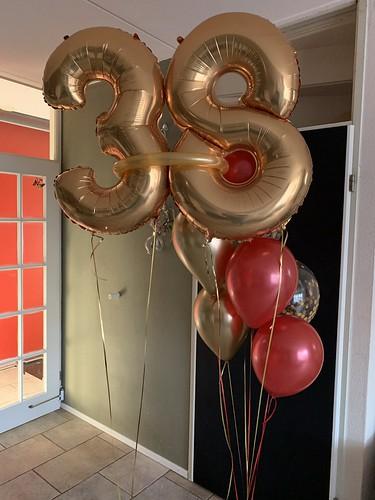 Ballonboeket Rood Goud Verjaardag 38 Jaar