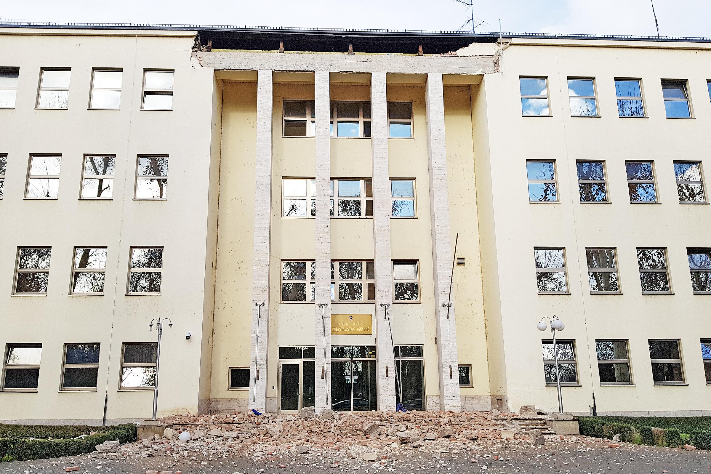 Netom prije strašnog potresa ministar Banožić uručio veliku zlatnu plaketu MORH-a Barbari Matić
