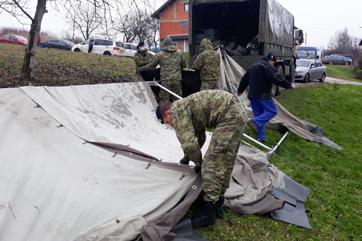 Postavljanje šatora naselju