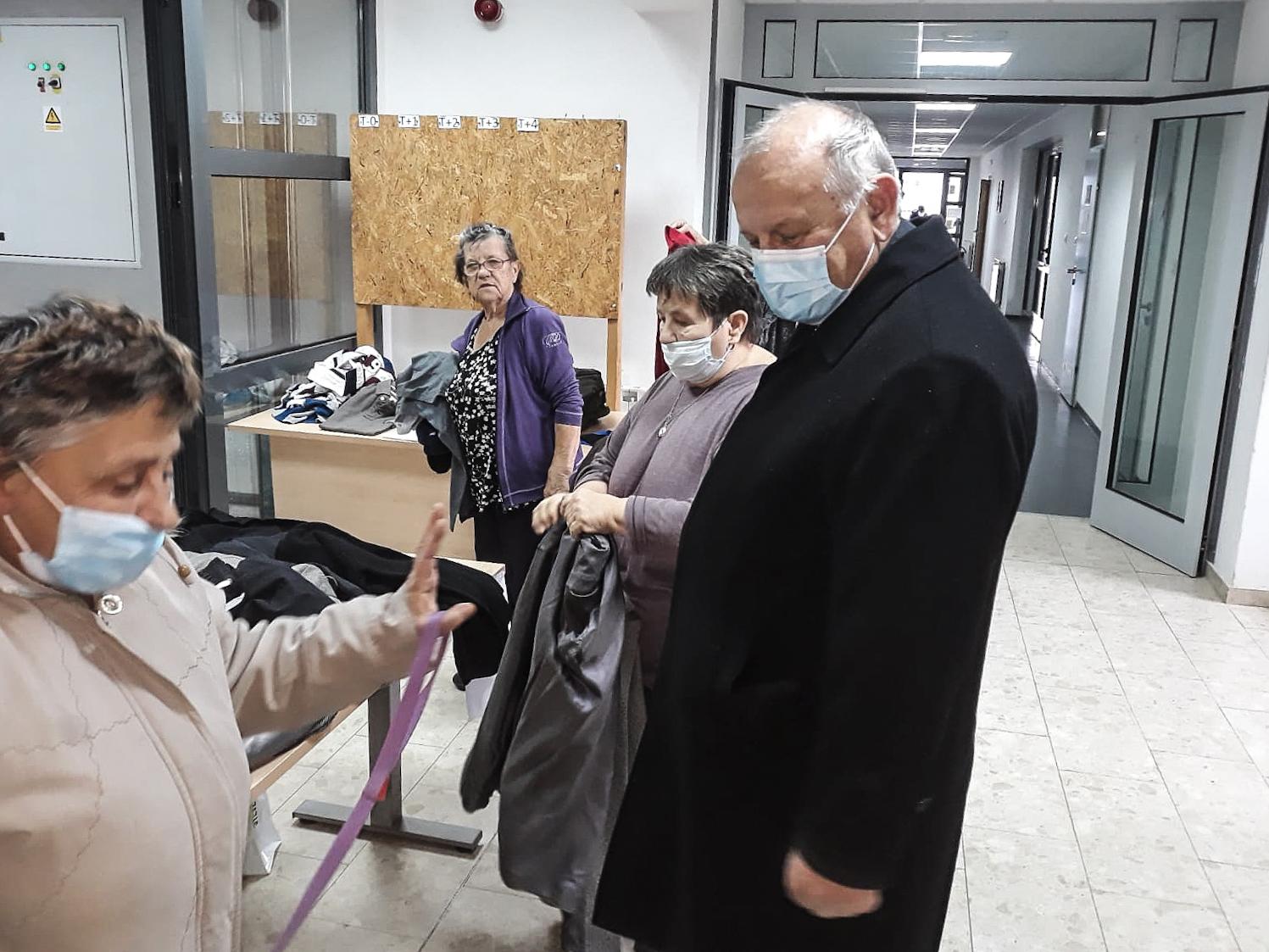 Vojni ordinarij monsignor Jure Bogdan danas je posjetio štićenike Doma za stare i nemoćne osobe u Petrinji