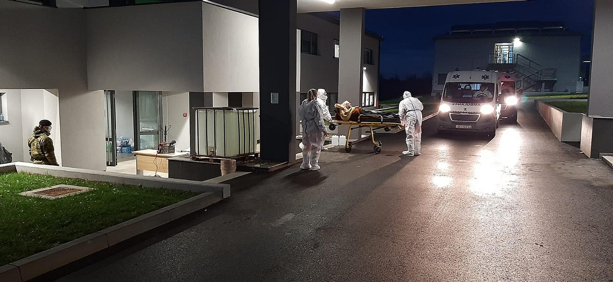 Pripadnici HV-a evakuirali bolesnike iz vojarne u Petrinji u Popovaèu