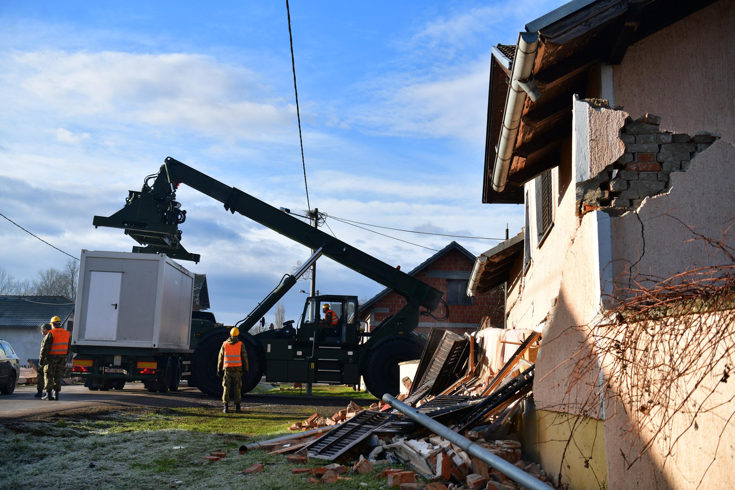 Četvrti dan angažmana Hrvatske vojske na područjima zahvaćenim potresima