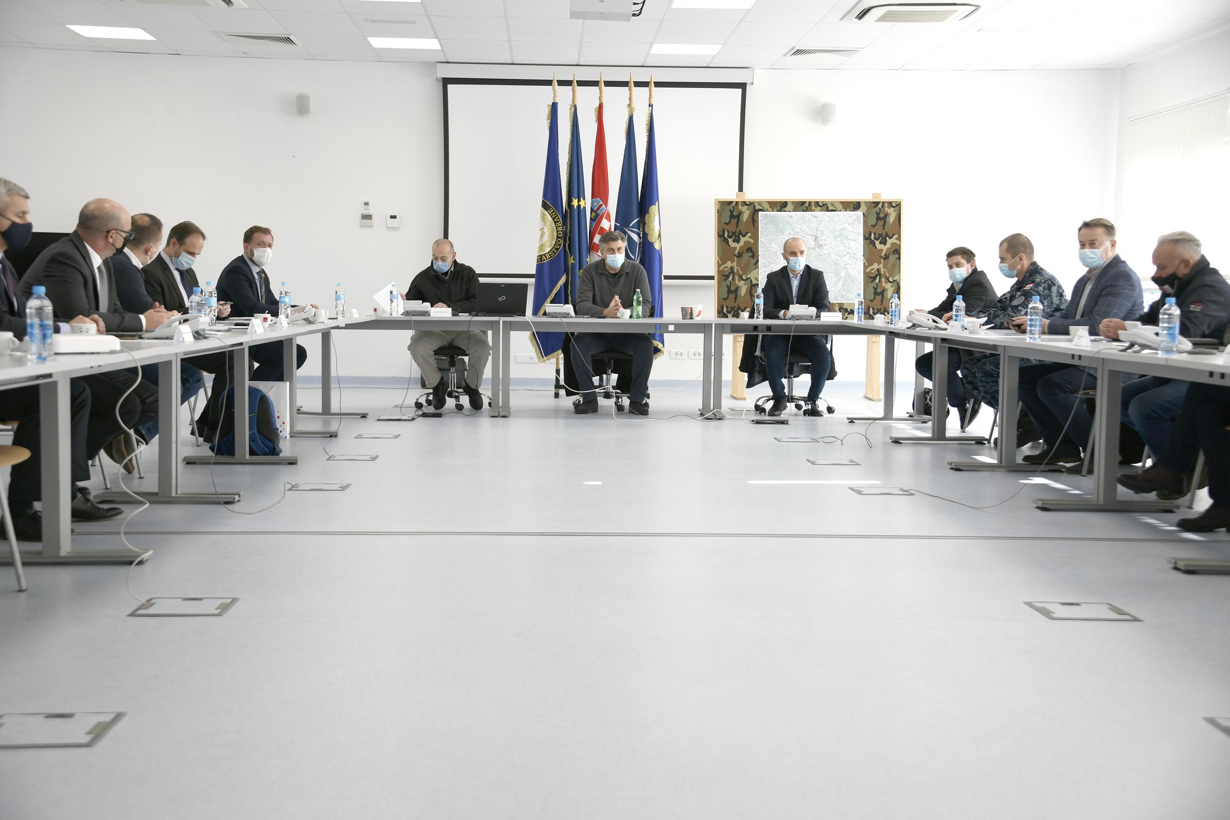 Ministar Banožić u posjetu Petrinji, Glini, Majskim Poljanama i Sisku