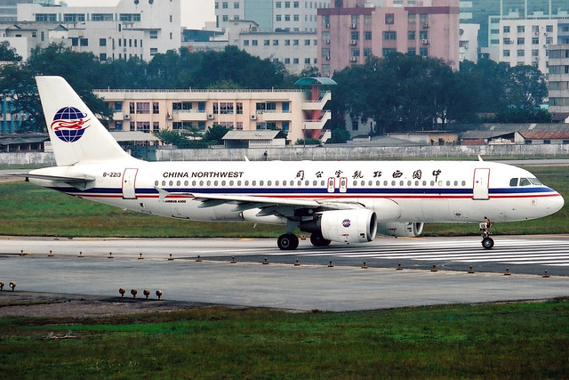 China Northwest Airlines | Airbus A320-200 | B-2213 | Guangzhou Baiyun (old)