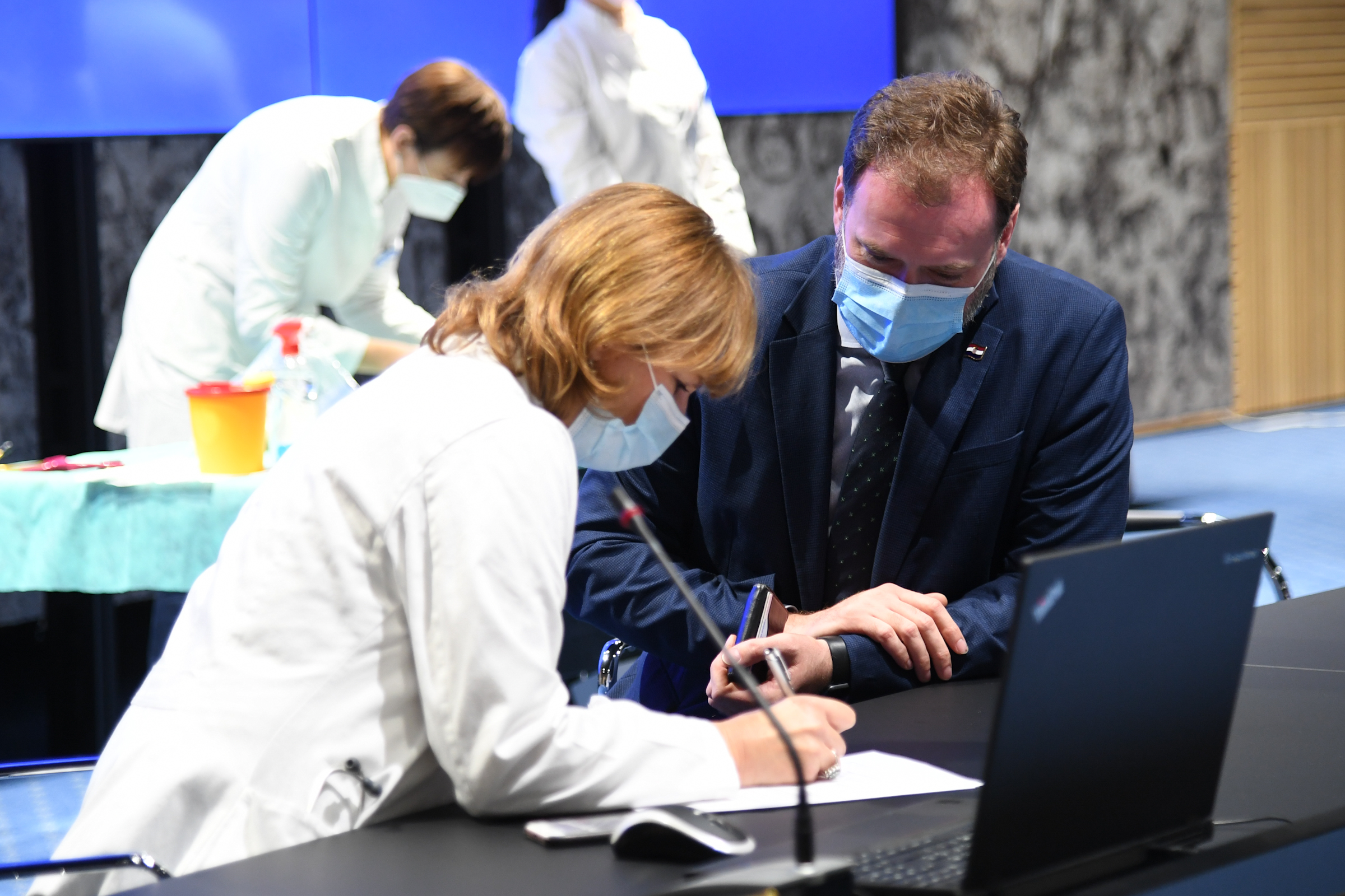 Ministar obrane primio cjepivo protiv koronavirusa