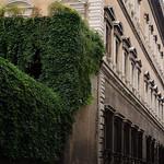 Palazzo Farnese; Facciata laterale su Via del Mascherone - https://www.flickr.com/people/82911286@N03/