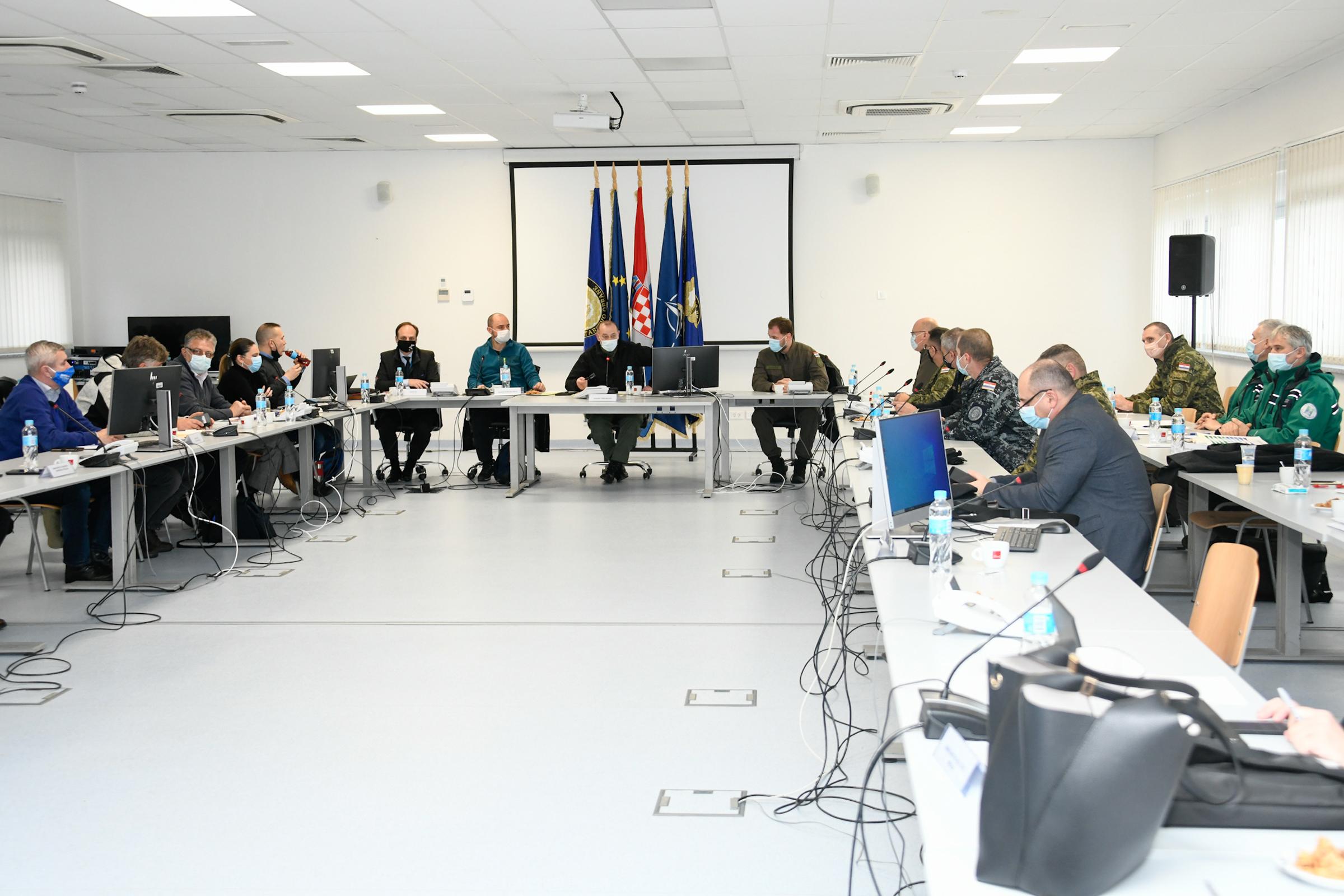 Ministar Banožić i admiral Hranj obišli pripadnike HV-a na Banovini