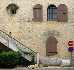 Windows here and there: Tavernes, Var, Provence