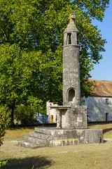 3698  La Lanterne des morts de Journet (Vienne)