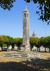 3817  La Lanterne des morts d'Antigny (Vienne)