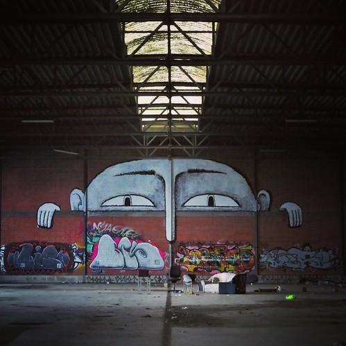 My nose is cold... recent work by #Bisser. . #leuven #urbanart #graffitiart #streetart #streetartbelgium #muralart #mural #streetartleuven #streetphotography #visitleuven #graffitibelgium #urbanart_daily #graffitiart_daily #streetarteverywhere #streetart_
