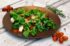 Feldsalat mit Trauben und Ziegenkäse