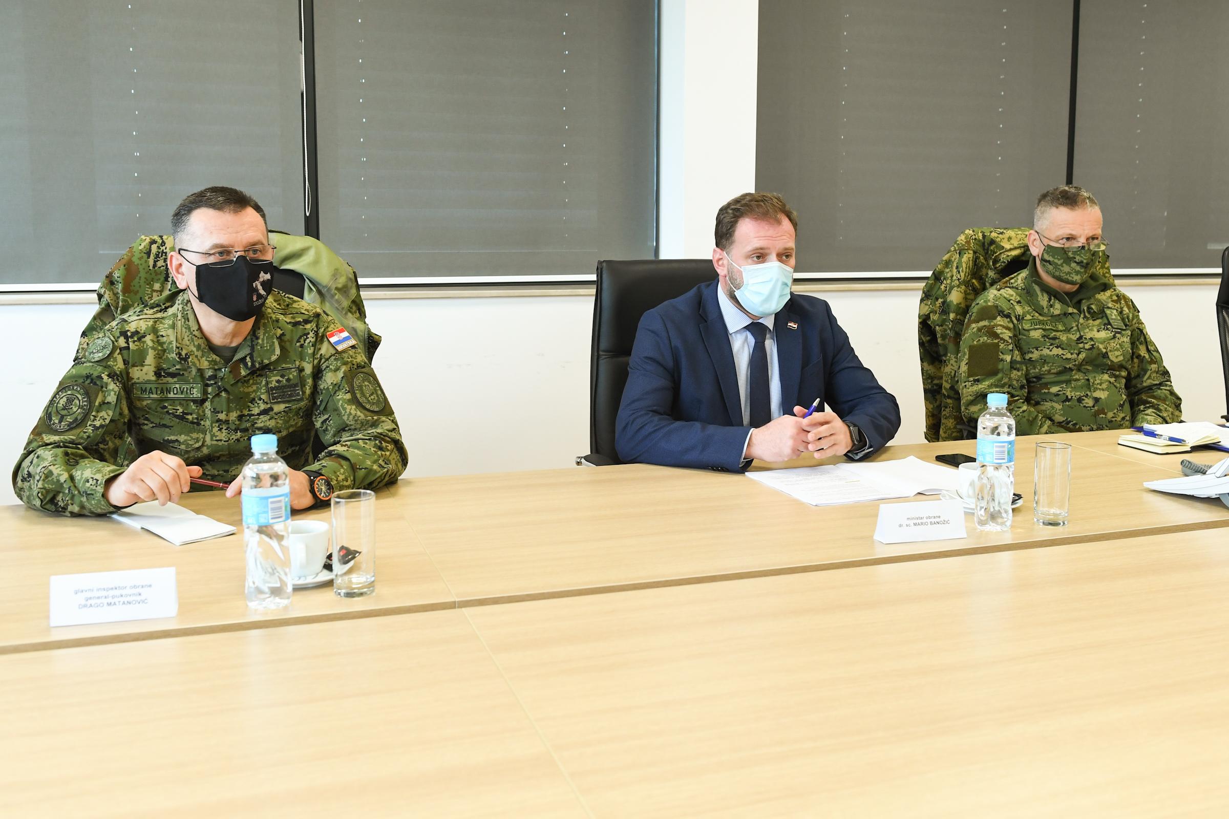 Ministar Banožić obišao je i vojarnu u Petrinji gdje je održao kolegij