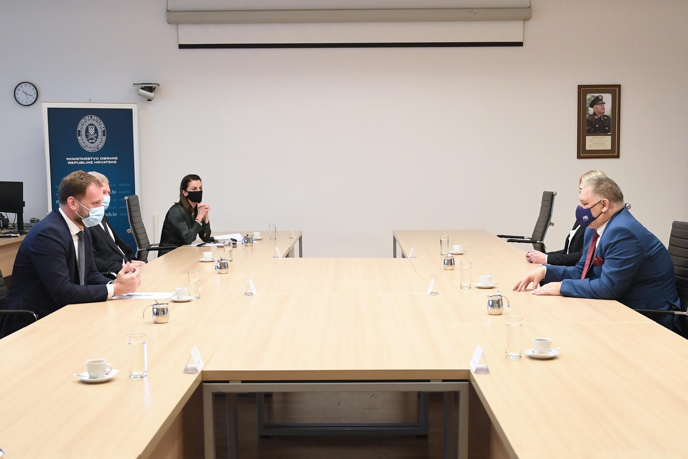 Ministar Banožić uručio AQAP certifikat tvrtki HS Produkt