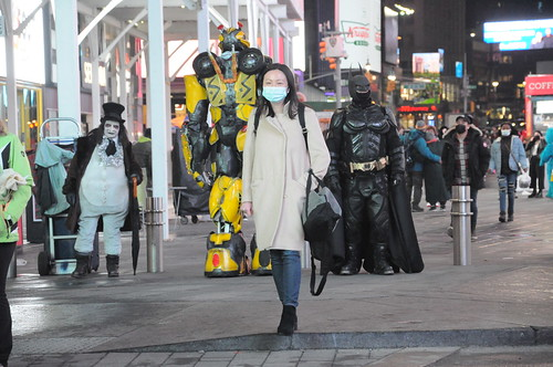 Street Style at Times Square 2021