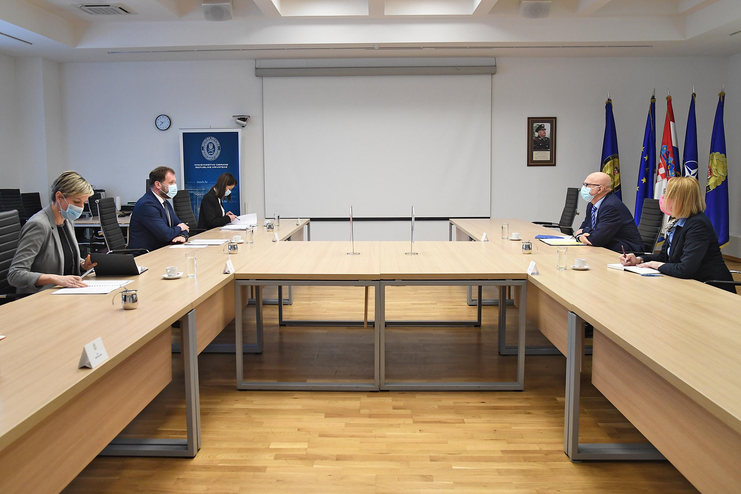 Ministar Banožić s veleposlanikom Države Izrael Ilanom Morom