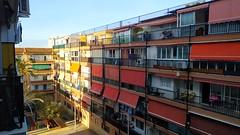 vivienda en pleno centro soleado, orientado a poniente. Solicite más información a su inmobiliaria de confianza en Benidorm  www.inmobiliariabenidorm.com