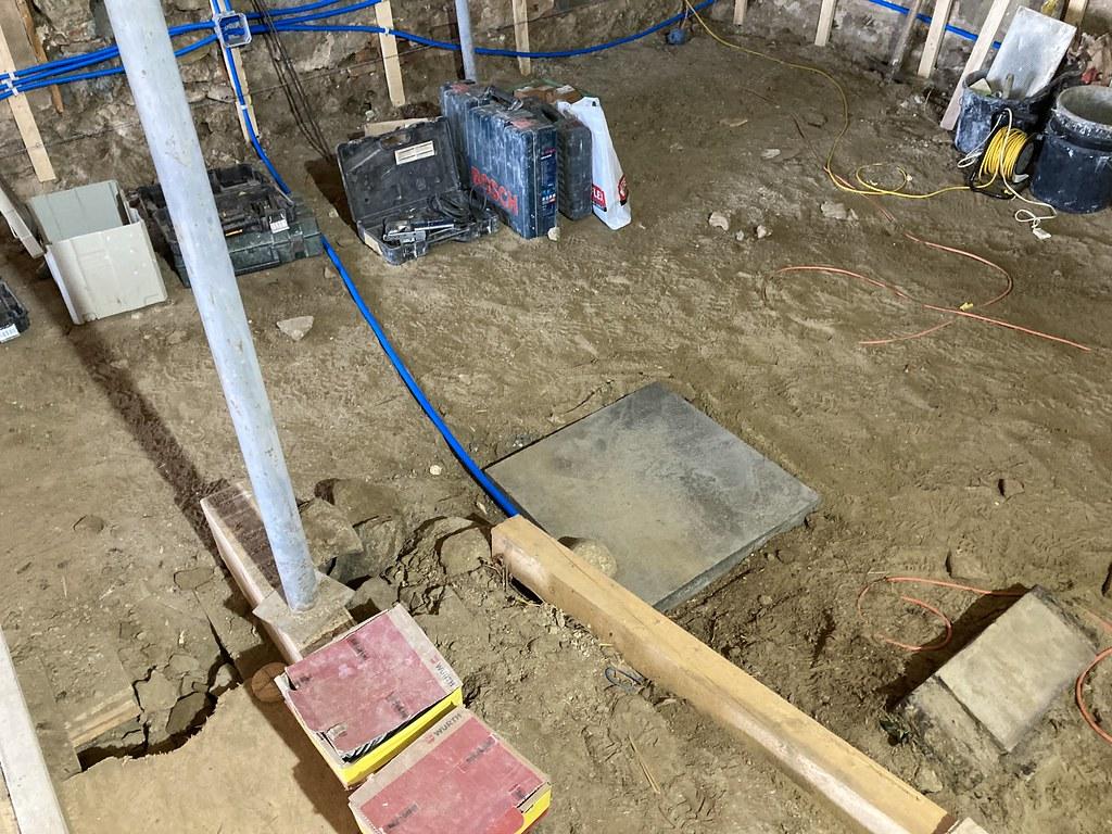Rénovation, fondation pour nouveau poteau