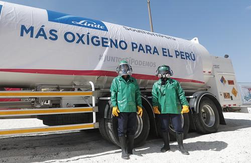 El Presidente de la República , Francisco Sagasti , viajó a la región  Moquegua  para   la entrega de vacunas al personal de salud así como participó de la entrega de la donación de 20 toneladas de oxígeno para el abastecimiento de hospitales y centros médicos
