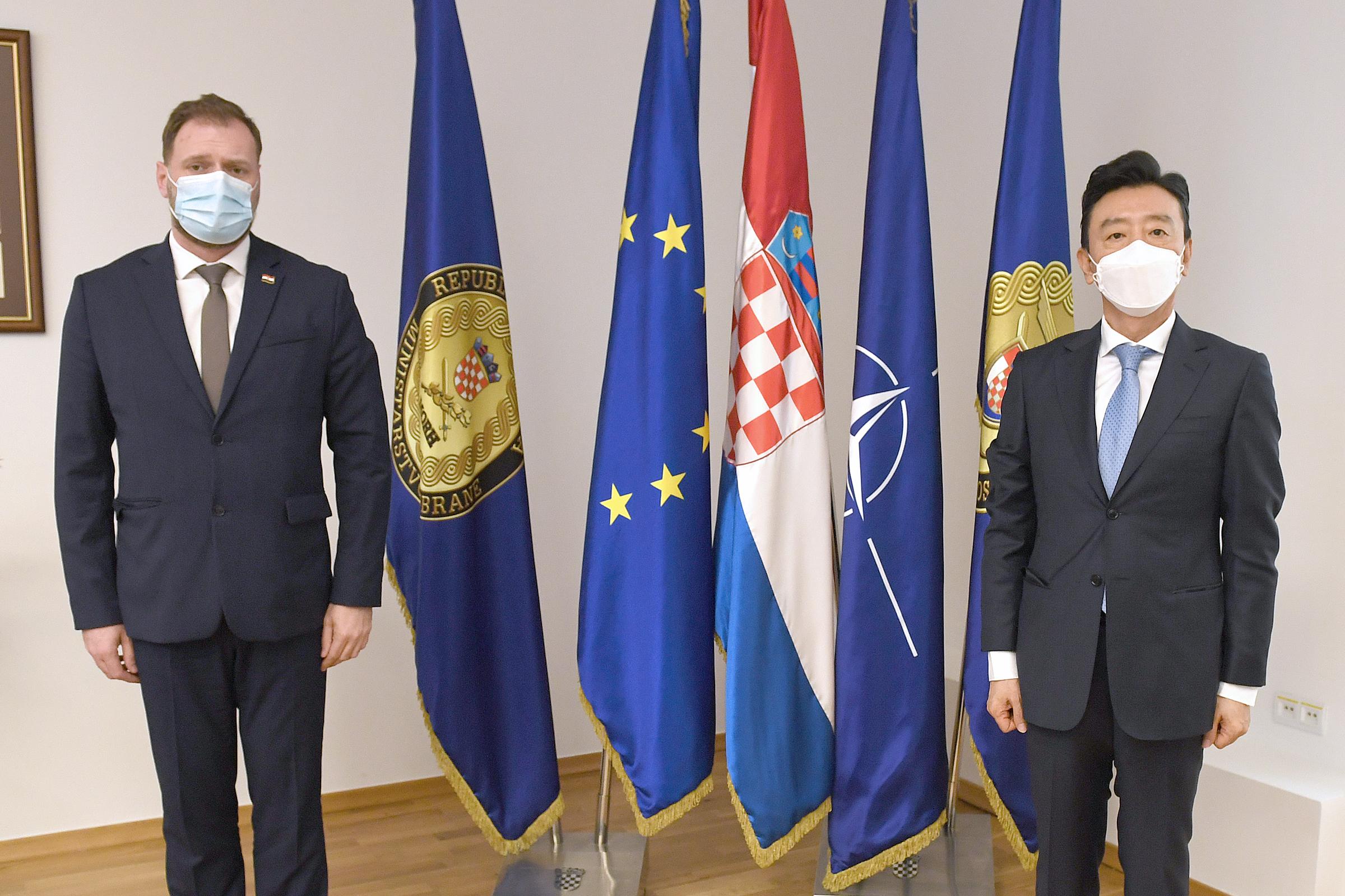 Ministar obrane Banožić s veleposlanikom Republike Koreje Kimom Dong-chanom