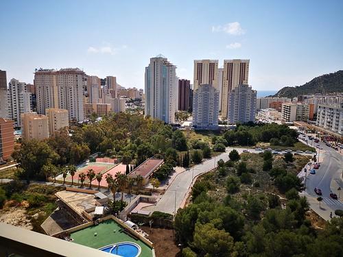 Fabulosas vistas al sur, muy soleado. Solicite más información a su inmobiliaria de confianza en Benidorm  www.inmobiliariabenidorm.com