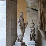 Palazzo Torlonia; Cortile porticato con statue antiche - https://www.flickr.com/people/82911286@N03/