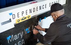 Mary W. Jackson NASA Headquarters Sign Installation (NHQ202102250002)