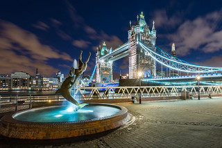 London - Girl With A Dolphin Fountain
