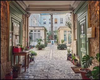 Cour, rue Lucien Sampaix * Paris