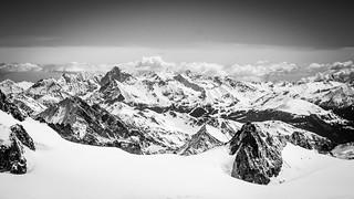 Vue depuis le téléphérique vers l'Aiguille du Midi (Chamonix-Mont-Blanc)
