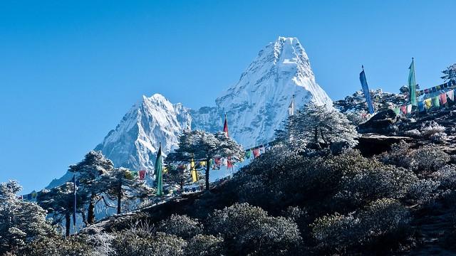 Trekking im Everest-Gebiet: Traumberg Ama Dablam, 6856 m, vom Kloster Tengpoche aus.