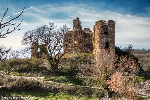 Les ruines restaurées du Chäteau de Larnaggio.