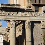 Tempio di Antonino e Faustina - https://www.flickr.com/people/82911286@N03/