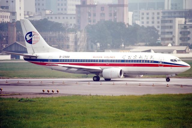 Wuhan Airlines   Boeing 737-300   B-2988   Guangzhou Baiyun (old)