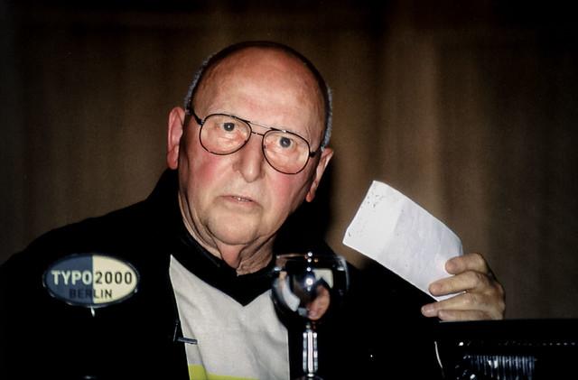 Photo:Günter Gerhard Lange auf der Typo Berlin 2000 By Bundscherer