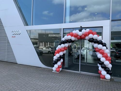 Ballonboog 6m Paasshow Audi Centrum Auto Hoogenboom Rotterdam