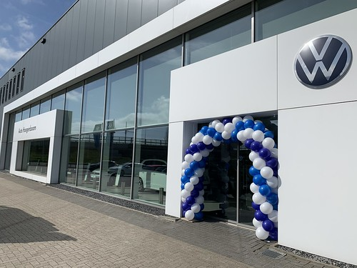 Ballonboog 6m Paasshow Volkswagen Auto Hoogenboom Rotterdam