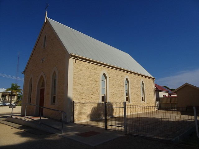 Photo:Loxton. St Petri Lutheran Church and school room built in 1904. The town was established later in 1907. By denisbin