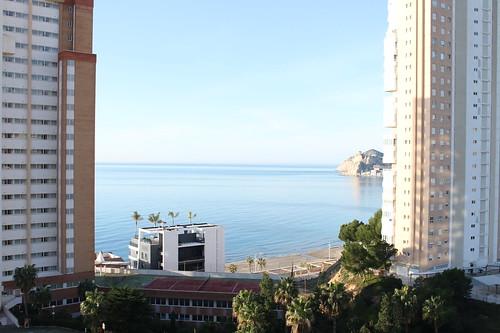 Fabulosas vistas al mar, muy soleado y con acceso directo a la playa. Infórmese sin compromiso en su agencia inmobiliaria Asegil. www.inmobiliariabenidorm.com