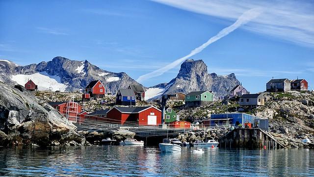 Die kleine Inuit-Siedlung Tiniteqilaq ist Stützpunkt für einige Tage bei unserer Ostgrönland-Reise. Von hier aus unternehmen wir Wanderungen und eine Bootfahrt zum Inlandseis.