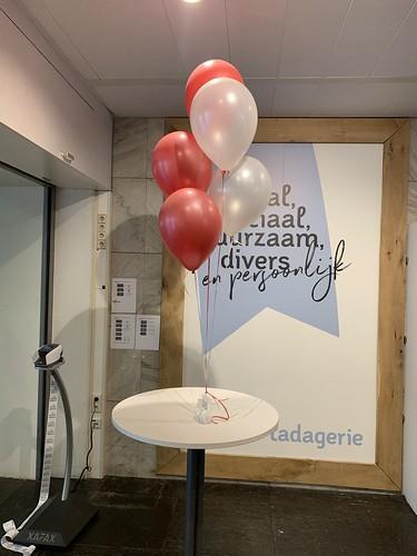 Tafeldecoratie 5ballonnen Hoge School Rotterdam