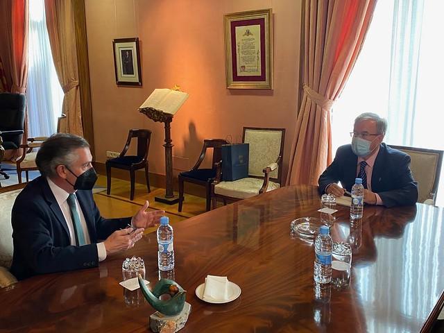 Reunión con Luis Maria Beamonte, presidente del Partido Popular de Aragón