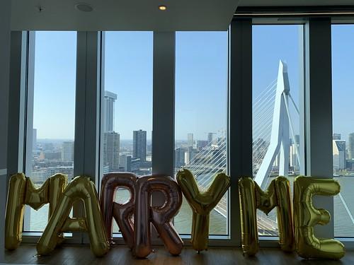 Folieballon Letters Marry Me Huwelijksaanzoek NHOW Hotel Rotterdam