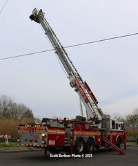 FDNY TOWER LADDER 142