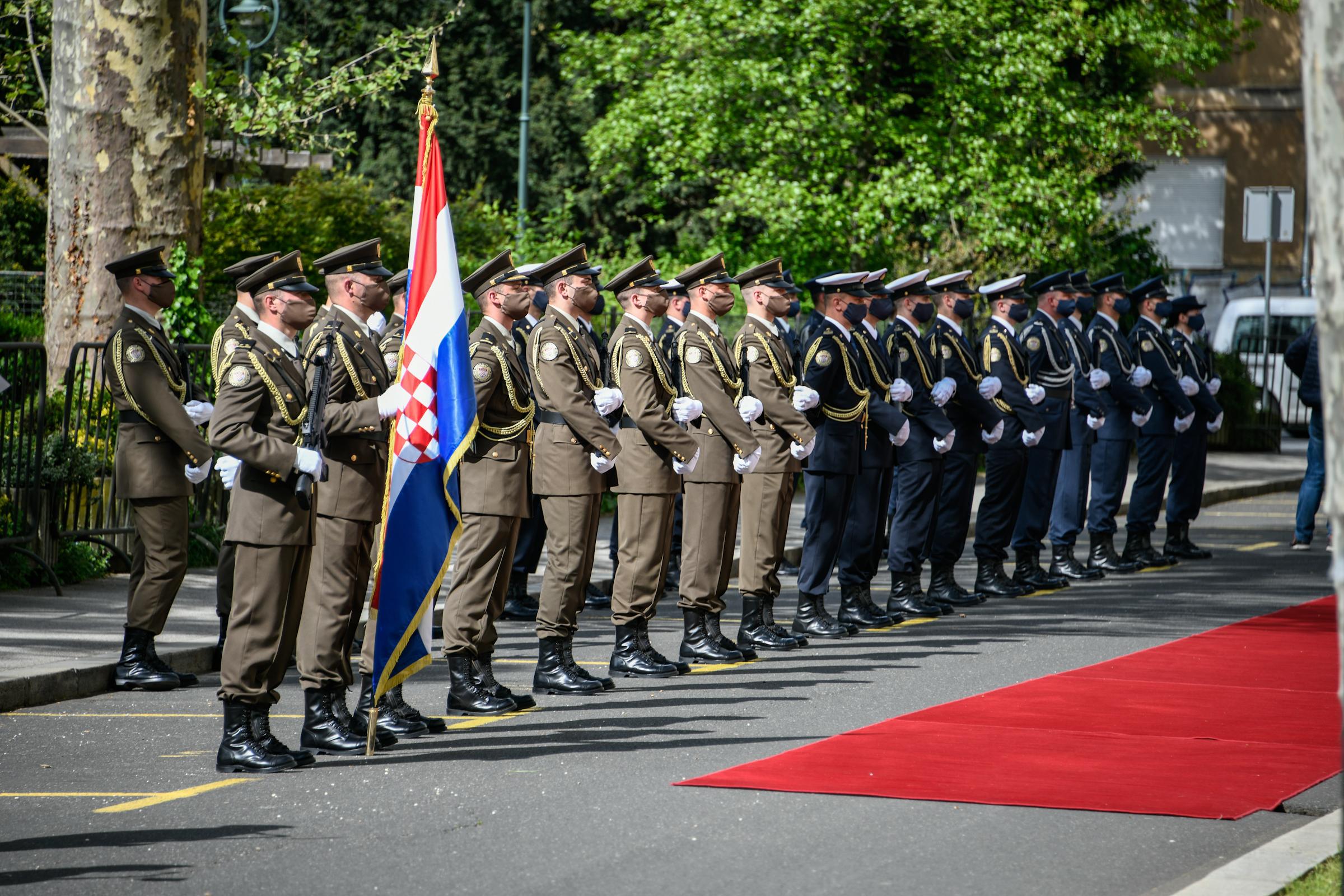 Ministar Banožić s kosovskim ministrom obrane Armendom Mehajem
