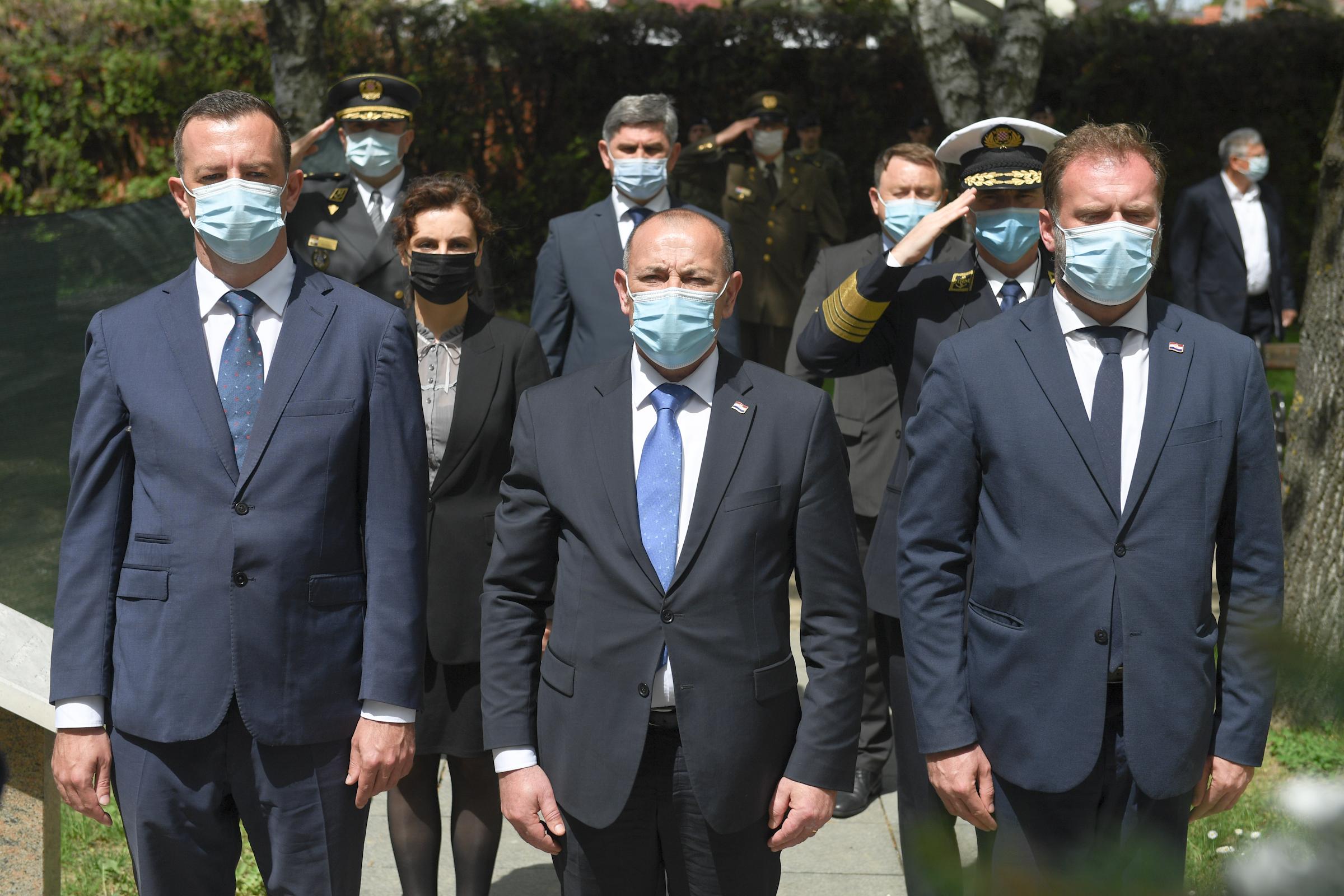 Ministar Banožić na obilježavanju pogibije dvanaest redarstvenika u Borovu i Vinkovcima