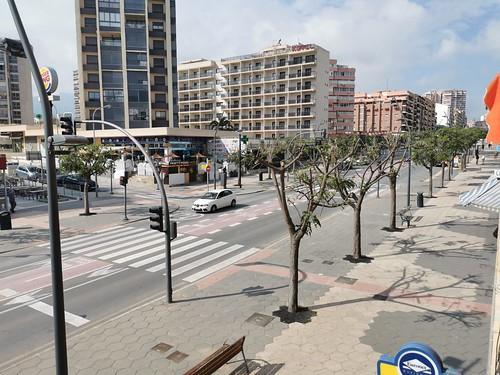 Situado en pleno centro y muy cerca de la playa. Solicite más información a su inmobiliaria de confianza en Benidorm  www.inmobiliariabenidorm.com
