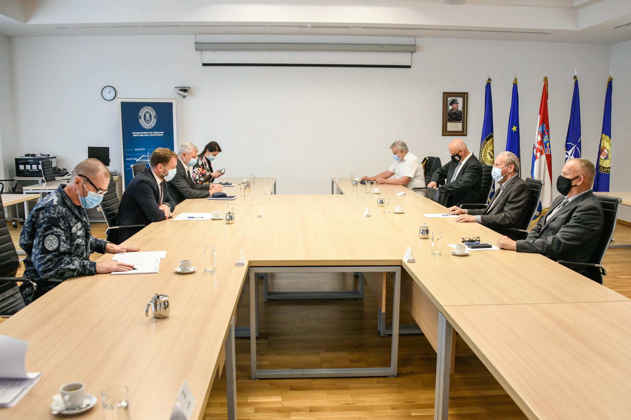 Ministar Banožić s predstavnicima Hrvatskog generalskog zbora