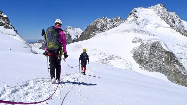 """Auf der Gletscherterrasse """"Bellavista"""" mit Blick auf den Piz Bernina, 4049 m, mit dem Spallagrat."""